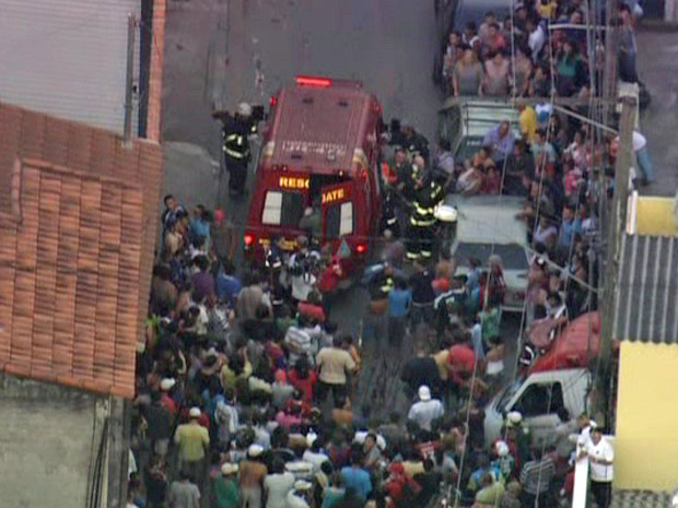 Queda de muro causou a morte de uma criança em Tremembé (Foto: Reprodução/TV Globo)