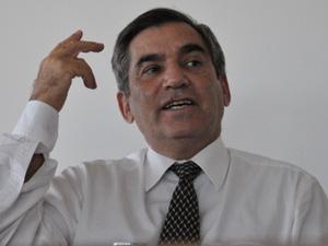 O ministro Gilberto Carvalho em seu gabinete durante entrevista ao G1 (Foto: G1)