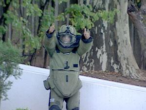 Militar do Gate logo após a explosão da granada (Foto: Reprodução TV Globo)