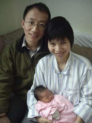 O dissidente chinês Hu Jia ao lado de sua esposa Zeng Jingyan, em imagem de arquivo sem data. (Foto: Reuters)