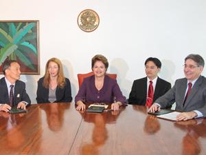 Presidente Dilma Rousseff recebe o presidente da ZTE Corporation, Hou Weigui (Foto: Roberto Stuckert Filho/PR)