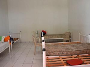 Faltam colchões e lençóis no alojamento de Teresina (Foto: Renato Bezerra/G1)