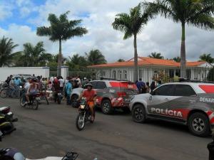 Polícia faz cerco à casa de ex-prefeito (Foto: Elvis Martiniano/Blog Tianguá em Foco)