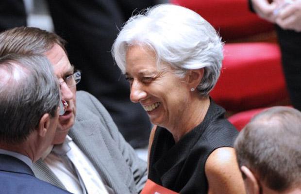 Christine Lagarde deixa o prédio da Assembleia Nacional da França, em Paris, nesta terça-feira (28), antes do anúncio de sua escolha como nova diretora-gerente do FMI (Foto: AFP)
