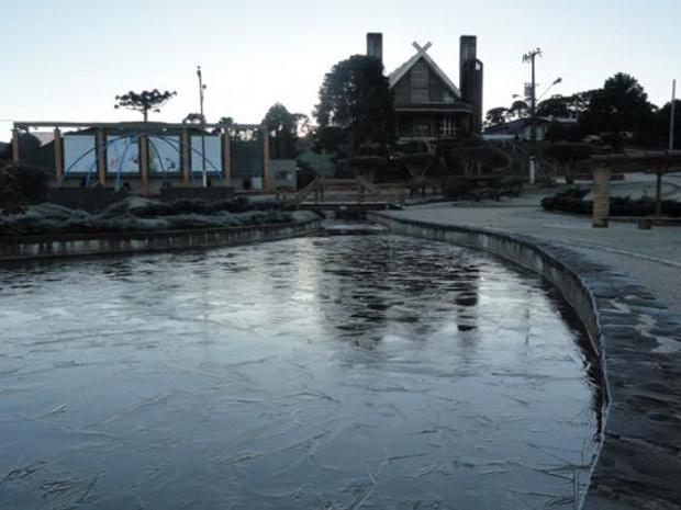 Lago ficou congelado na manhã desta terça-feira, em Urupema (SC) (Foto: Divulgação/Marília de Oliveira/Prefeitura Municipal de Urupema)