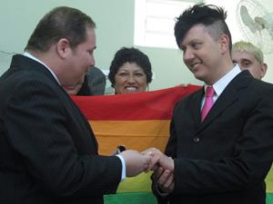 Casal trocou alianças durante casamento (Foto: Paulo Toledo Piza / G1)