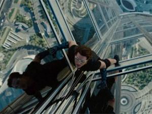 Tom Cruise escala prédio mais alto do mundo em trailer de novo 'Missão impossível' (Foto: Reprodução)