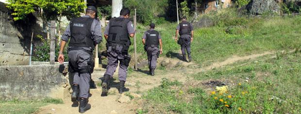 Polícia faz buscas pelo corpo do menino Juan na Baixada Fluminense (Foto: Aluizio Freire/G1)