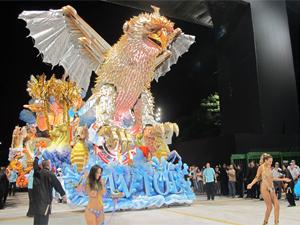Desfile da escola de samba em 2011 (Foto: Carolina Iskandarian/ G1)