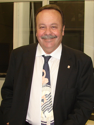 Conselheiro do Corinthians, o vereador Antonio Goulart (PMDB) usou gravata com logotipo do clube  (Foto: Roney Domingos/ G1)