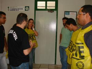 Polícia Civil aciona sindicato no 2º DP (Foto: Diana Vasconcelos / G1)