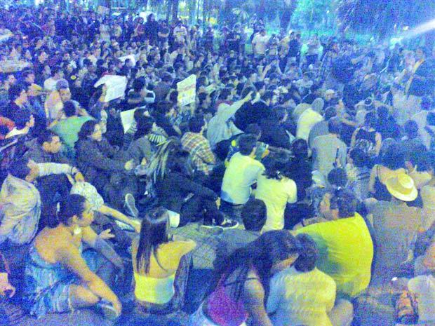 Manifestantes da Marcha da Maconha chegam à Praça Dom José Gaspar, no Centro de SP. (Foto: G1/G1)