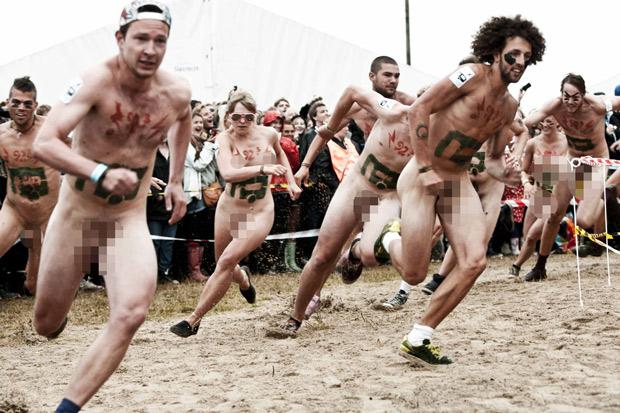 A corrida anual ocorre em paralel ao festival de música, que chega à sua 40ª edição (Foto: Reuters)