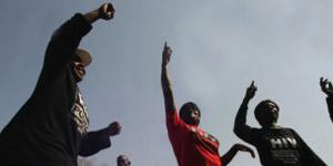 Ativistas protestam contra estupros contra homossexuais na África do Sul (Foto: AFP)
