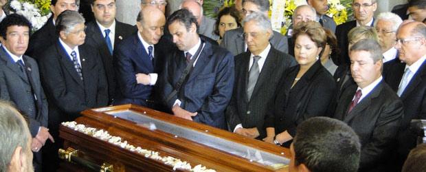 A presidente Dilma Rousseff e políticos no velório do ex-presidente Itamar Franco (Foto: Heloísa Mendonça / G1)