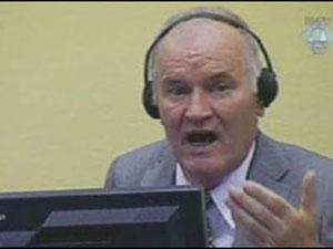 , Mladic é acusado de genocídio, extermínio, deportação e atos desumanos, entre outros crimes de guerra  (Foto: AP)