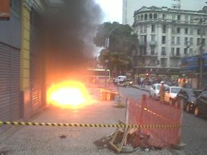 Explosão de bueiro na Sete de setembro, no Centro do Rio (Foto: Isnard Manso/Arquivo pessoal)