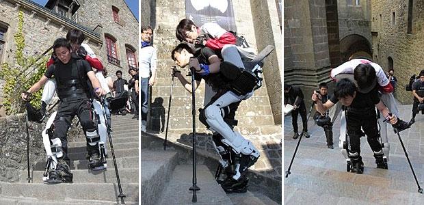 Com roupa robótica, estudante conseguiu carregar Seiji Uchida nas costas (Foto: AFP)