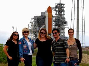 Microbiólogos da Universidade do Estado do Arizona visitam Centro Espacial Kennedy, da Nasa (Foto: The Biodesign Institute at Arizona State University / Divulgação)