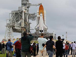 Cabo Canaveral recebe turistas para o último voo do Atlantis (Foto: Scott Audette/Reuters)