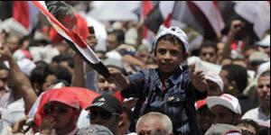 Manifestantes na Praça Tahrir nesta sexta-feira (8) (Foto: Reuters)