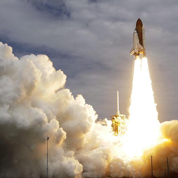 A última decolagem de um ônibus espacial (Foto: AP)