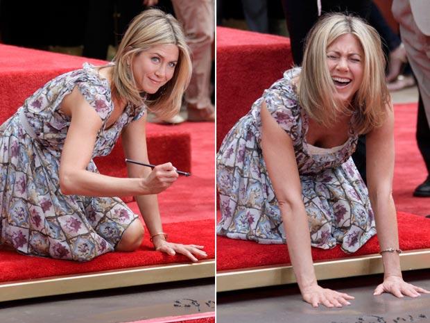 Jennifer Aniston, que ficou famosa por sua participação na série de TV 'Friends', deixou marca na calçada da fama (Foto: Nick Ut/AP)