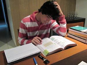 Lucas diz que falta motivação; especialista diz que professores precisam se esforçar para atrair alunos (Foto: G1 DF)