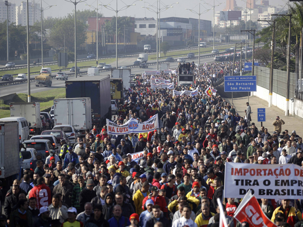 protesto anchieta metalúrgicos (Foto: Nelson Antoine/Foto Arena/AE)