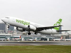 Avião da Webjet decola do aeroporto Santos Dumont, no RJ (Foto: Agência Estado)
