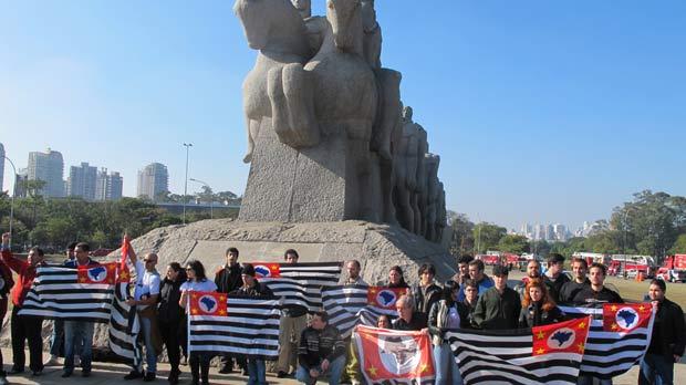 Grupo separatista marchou do Masp até o Parque do Ibirapuera. (Foto: André Luís Nery/G1)