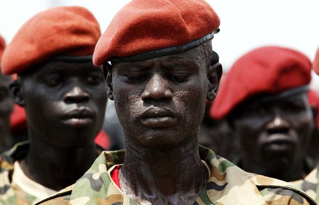 Exército da Libertação Popular do Sudão durante cerimônia de independência, em Juba (Foto: Goran Tomasevic/Reuters)