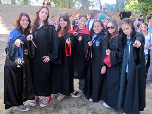 Jovens fizeram questão de ir ao encontro fantasiados (Foto: Rodrigo Vianna/G1)