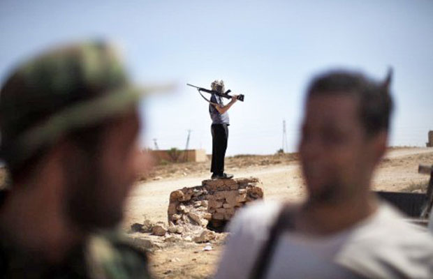 rebeldes líbios se concentram na região de Gualish, oeste do país (Foto: Marco Longari/AFP)