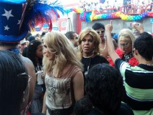 Parada gay atrai milhares de simpatizantes para Linhares (Foto: Alah/ Divulgação)