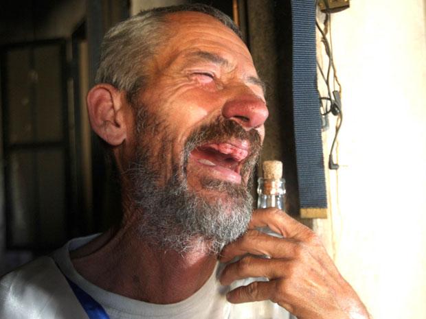 José Neto da Silva, conhecido como 'suã de borboleta', foi eleito o homem mais feio do Brasil em um concurso realizado em uma festa junina na Grande BH (Foto: Alex de Jesus / O Tempo / Futura Press)