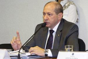 O diretor afastado do Dnit, Luiz Antônio Pagot, durante audiência em comissão do Senado (Foto: Márcia Kalume / Agência Senado)
