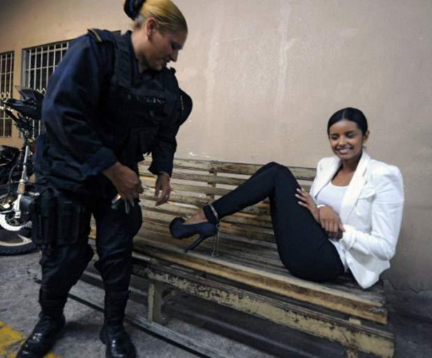 Ex-miss foi presa acusada de lavagem de dinheiro. (Foto: Orlando Sierra/AFP)