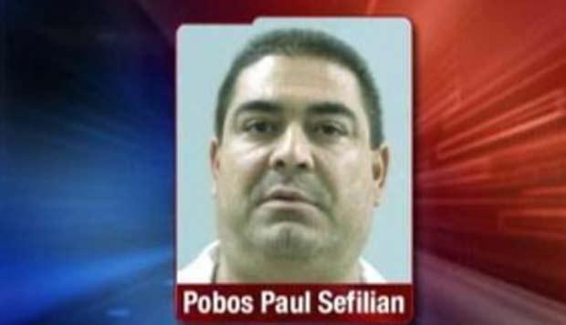 Pobos Paul Sefilian foi preso por jogar amendoins e salgadinhos em uma aeromoça. (Foto: Reprodução)