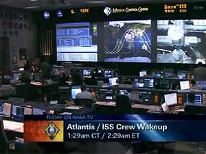 Controle de missão da Terra acorda os astronautas do Atlantis (Foto: Reprodução)