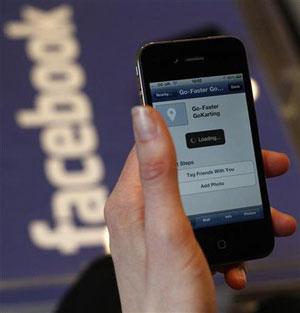 Meninas roubaram senha do Facebook de colega e postaram conteúdo pornográfico (Foto: Suzanne Plunkett/Reuters)