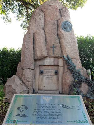 Mausoléu de Santos Dumont, no Cemitério São João Batista, foi tombado provisoriamente pelo Iphan (Foto: Fábio Motta/AE)