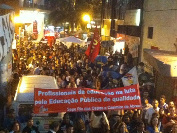 Professores protestam no Centro do Rio (Foto: Tássia Thum/G1)