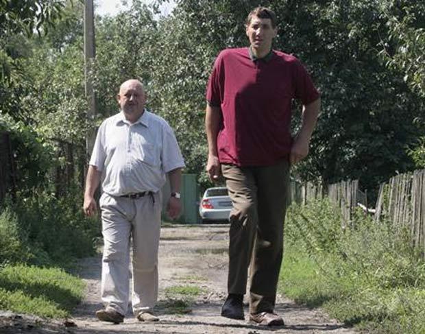 Leonid Stadnik revelou que não quer estar no livro dos recordes. (Foto: Vladimir Sindeyev/Reuters)