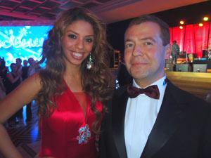 A cantora brasileira Gabriella ao lado do presidente russo Dmitri Medvedev (Foto: Arquivo pessoal)
