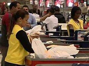 Lei das sacolas plásticas completou um ano nesta sexta-feira (15) (Foto: Reprodução/TV Globo)