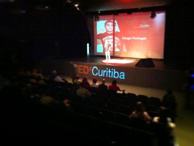 """TED é """"essencia da universidade"""", define o professor Belmiro Valverde. (Foto: Vinícius Sgarbe/G1 PR)"""