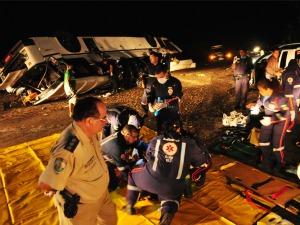 Atendimento a pessoas acidentadas foi iniciado no local (Foto: Wellington Macedo/Colaboração)