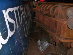 Detalhe do ônibus do cantor sertanejo envolvido em acidente (Foto: Divulgação/PRE)