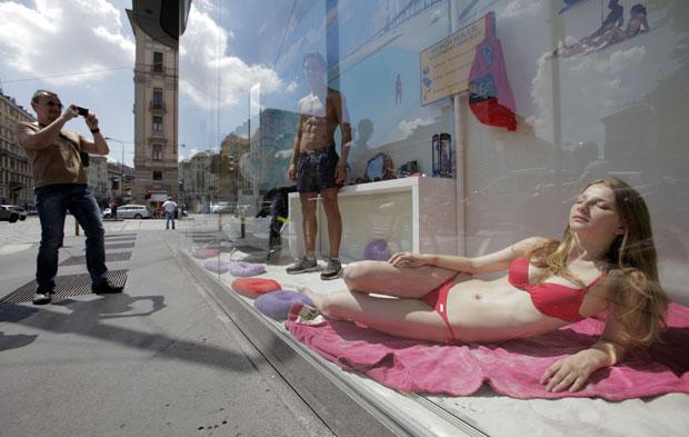 Na semana anterior, sindicatos italianos chegaram a chamar de 'degradante' a profissão de modelo devido à campanha publicitária (Foto: Alessandro Garofalo/Reuters)
